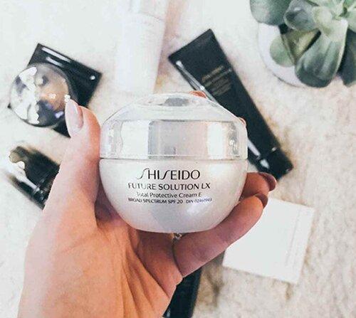 kem-duong-da-chong-lao-hoa-ban-ngay-cao-cap-shiseido-future-solution-lx-total-protective-cream-e-review1