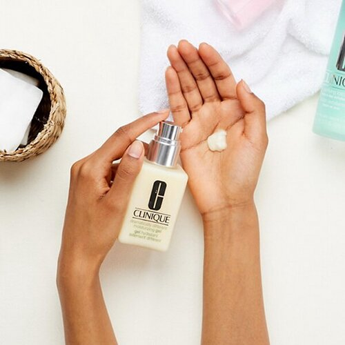 kem-duong-am-cho-da-dau-mun-clinique-dramatically-different-moisturizing-gel