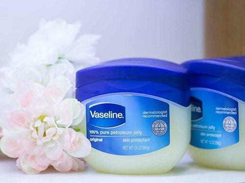 kem-duong-am-gia-binh-dan-vaseline-pure-petroleum-jelly