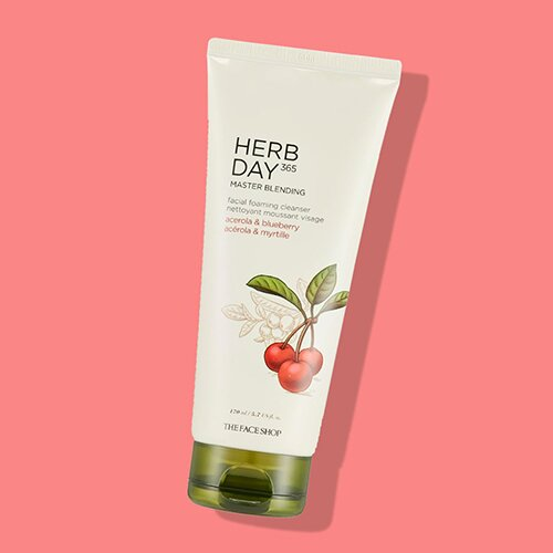 sua-rua-mat-the-face-shop-herb-day-365-master-blending-facial-foaming-cleanser-acerola-blueberry