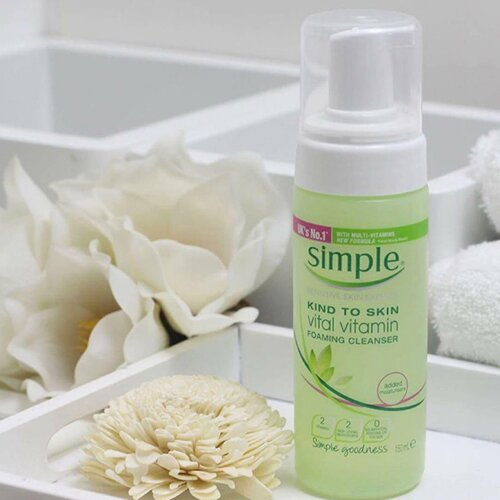 sua-rua-mat-simple-kind-to-skin-vital-vitamin-foaming-cleanser