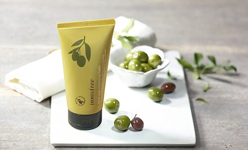 sua-rua-mat-oliu-duong-am-innisfree-olive-real-cleansing-foam