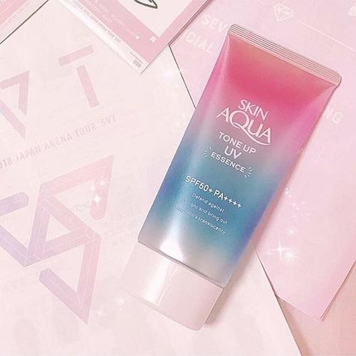 kem-chong-nang-sunplay-skin-aqua-tone-up-uv-essence-spf-50-pa-review
