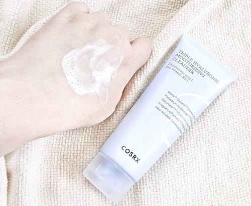 review-sua-rua-mat-cosrx-triple-hyaluronic-moisturizing-cleanser